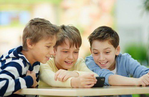 توصیه در مورد استفاده کودکان از اینترنت و وسایل دیجیتالی