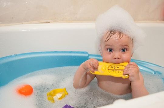 روش مناسب حمام کردن کودک