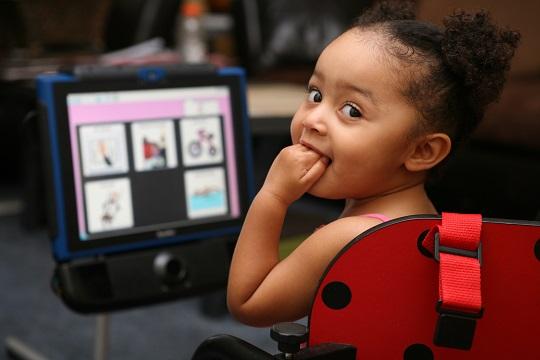تاثیر آی پد بر بهبود تکلم کودکان اوتیسم