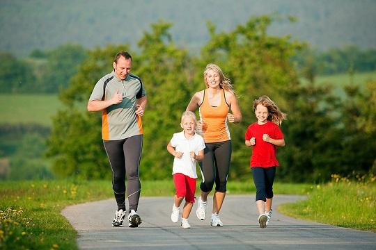 چگونه کودکان را به ورزش علاقه مند کنیم؟