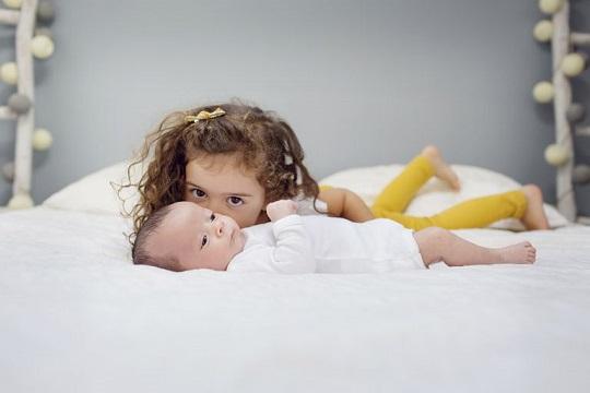 چگونه کودکمان را برای ورود فرزند دوم آماده کنیم؟