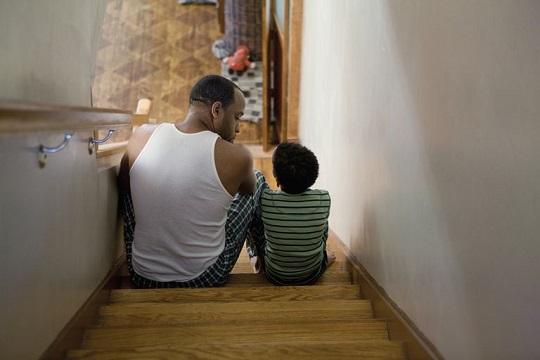 تاثیر از دست دادن شغل پدر و مادر روی بچه ها