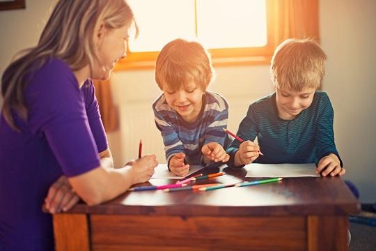 چطور درباره مشکلات شغلی با بچه ها حرف بزنیم