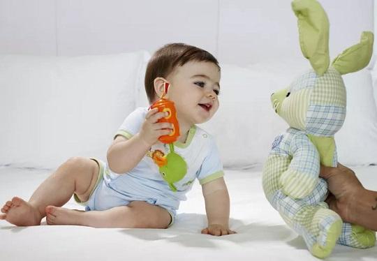 اسباب بازی های مناسب برای نوزاد ۴ تا ۶ ماهه