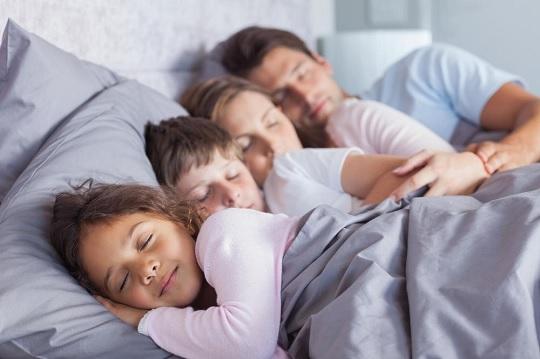 کیفیت خواب کودک رو برای تنظیم خواب کودک ۲ ساله نظر بگیری