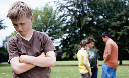 چرا دوست پیدا کردن برای برخی از کودکان مشکل است؟