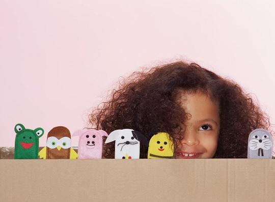 اجرای نمایش عروسکی برای سرگرمی بچه ها
