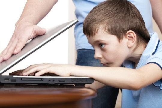 تاثیر استفاده والدین از فناوری بر رفتار فرزندان