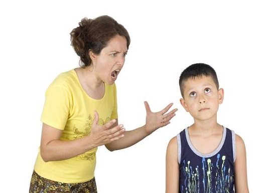 فریاد زدن بر سر کودک
